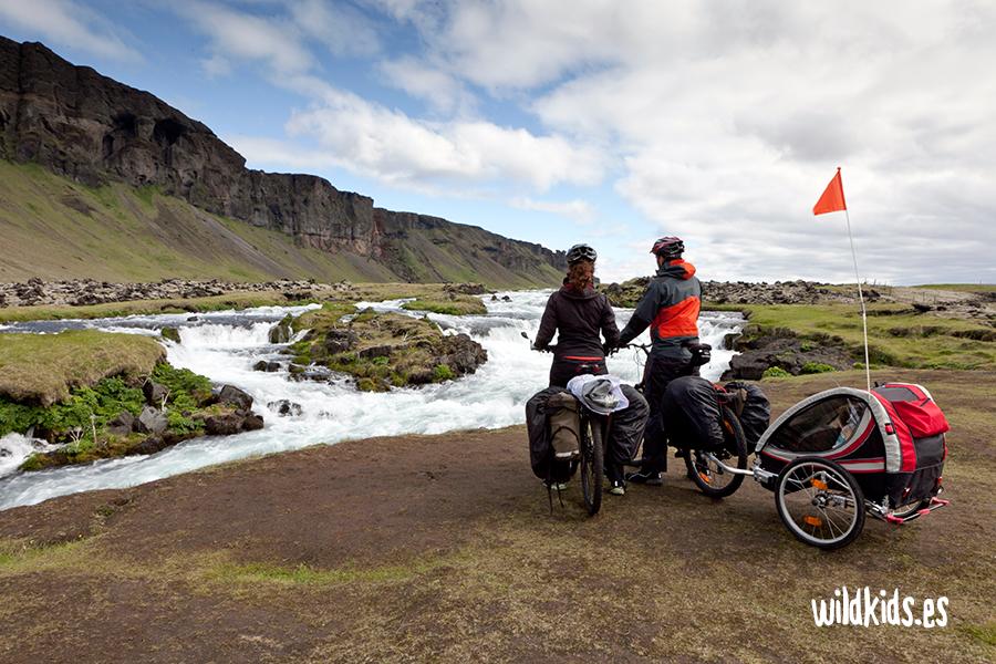 Ideas para regalar a niños aventureros: Remolques de bicicleta