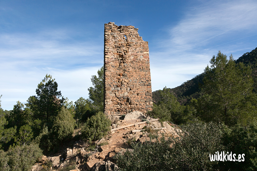 Torre exterior del Castillo de Aín