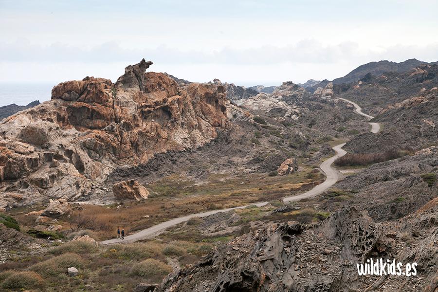 El camino serpentea junto a S'Àliga