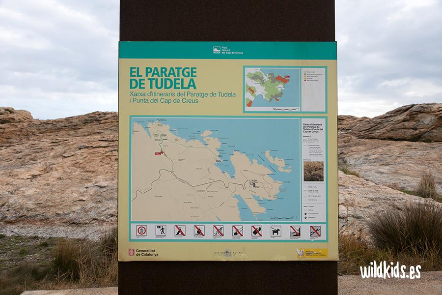 Panel en el acceso al Paraje de Tudela
