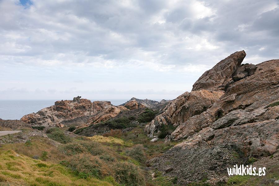 La silueta de S'Àliga destaca en mitad del Paraje Tudela