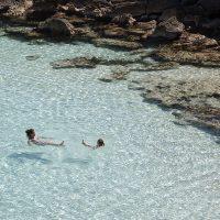 Menorca con niños: las mejores 15 playas y calas para ir en familia