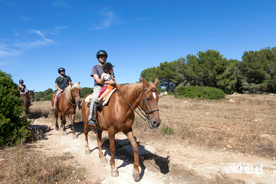 Paseo en caballo a la Cala Mitjana, Menorca