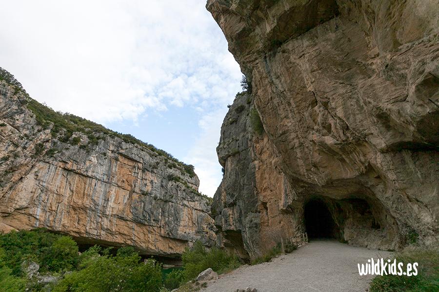 Salida del primer túnel en la Foz de Lumbier