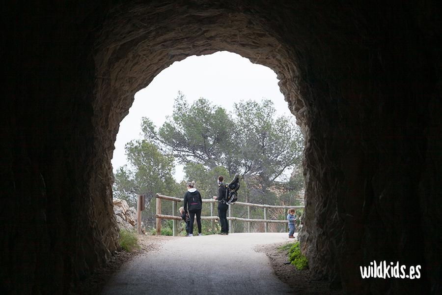 Túnel en la Ruta del faro del Albir